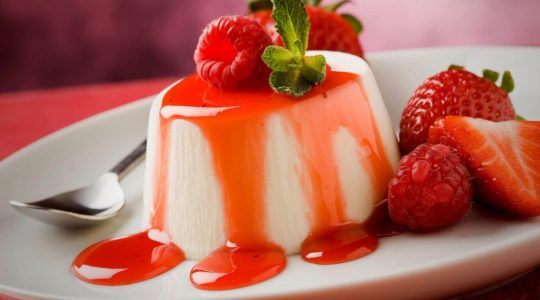 Strawberry Cake Gallery